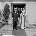 Bezoek Koning Olav van Noorwegen, Koning Olav bij het verlaten kapel op Rozenbur, Bestanddeelnr 916-8688.jpg
