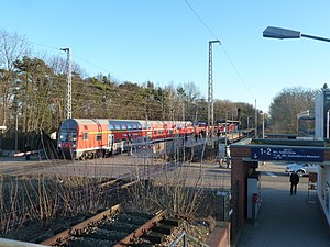 Blankenfelde station - View from the S-Bahn platform over the level crossing to the platform for regional services