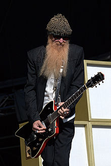 Description de l'image  Billy gibbons finland 2010.jpg.