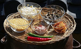 Bindae-tteok - Image: Bindaetteok ingredients
