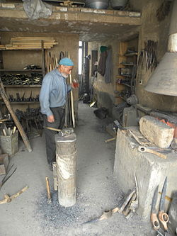 Blacksmith man in Nishapur 09.jpg