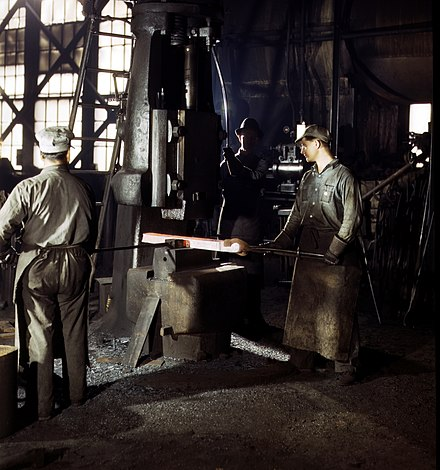 A single-frame steam drop hammer in use at the Atchison, Topeka and Santa Fe Railway shops in Topeka, Kansas, 1943 - Steam hammer