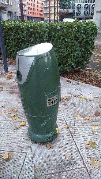 Standpipe (street) - Image: Borne de puisage BAYARD