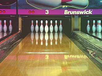 Pinsetter - Automated pinsetter sets up bowling pins