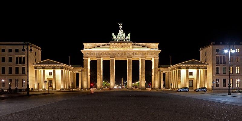 Brandenburger Tor nachts.jpg
