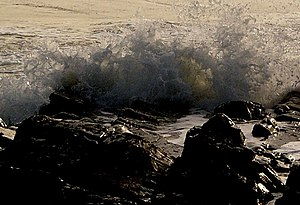 English: Breaking Waves, Rocks of Garheugh