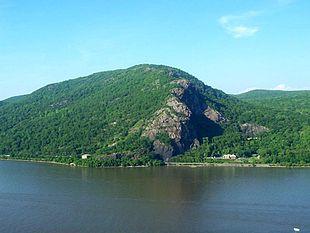 Breakneck Ridge from across the Hudson River