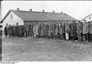 Bundesarchiv Bild 101III-Duerr-053-34, Lettland, KZ Salaspils, Häftlingsappell