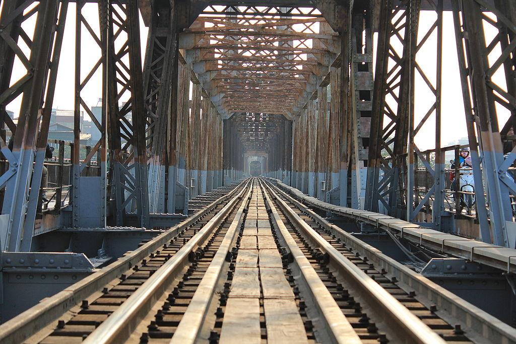 Chemin ferroviaire sur le pont Long Bien d'Hanoi - Photo de Minhquangdo
