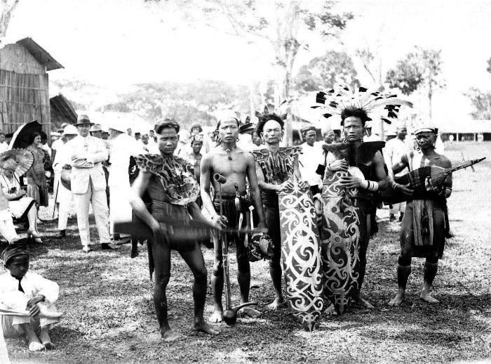 COLLECTIE TROPENMUSEUM Dayak tijdens het erau feest (een cultureel festival) in Tenggarong TMnr 10005749