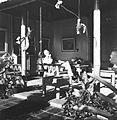 COLLECTIE TROPENMUSEUM Rudolf Bonnet in de zijgalerij van zijn huis TMnr 60024449.jpg
