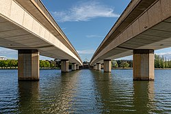 Canberra (AU), Commonwealth Avenue Bridge -- 2019 -- 1811.jpg