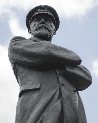Kathleen Scott - Captain Smith statue