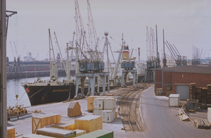 Cargo ship MS Bayernstein from the Hapag-Lloyd company in the port of Hamburg - 1970-71.png
