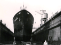 Cargo ship Stolzenfels from the DDG Hansa shipping company in the floating dock of the AG Weser shipyard, Bremen 1961.png