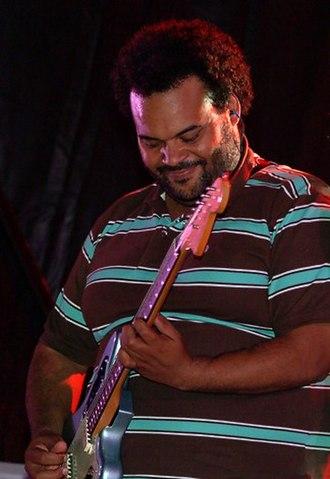 Carlos Jean - Jean (left) and long-time collaborator Najwa Nimri in a concert.