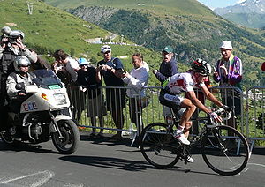 English: Carlos Sastre climbing up Alpe d'Huez...