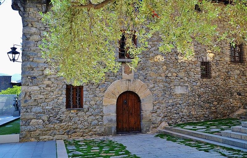 File casa de la vall wikimedia commons - Casas en llica de vall ...
