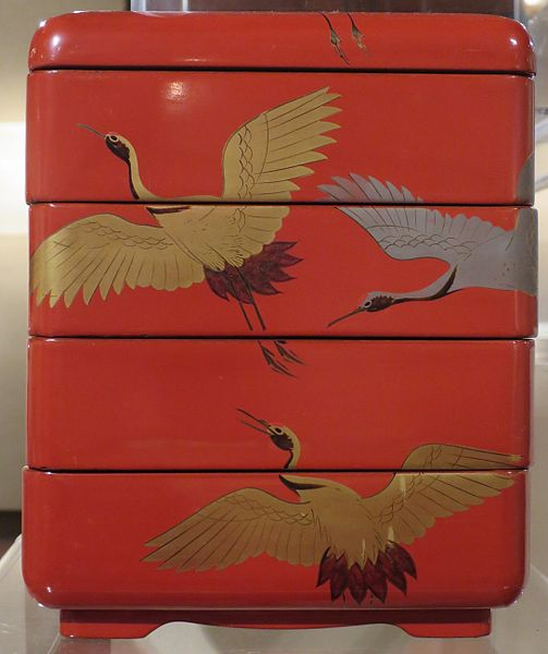 File:Case from New Year sake set with images of cranes from Japan, lacquer on wood, late 19th century.JPG