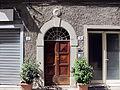 Castelfranco di sotto, portale con stemma s. bernardino.JPG