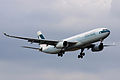 Cathay Pacific A330-300(B-HLF) (4085432331).jpg