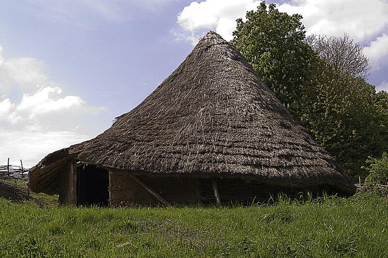File:Celtic-roundhouse-1994.jpg