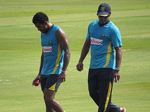 Chaminda Vaas - Chaminda Vass passing on some tips to Dhammika Prasad