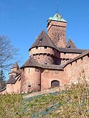 https://upload.wikimedia.org/wikipedia/commons/thumb/b/b9/Chateau_du_Haut-Koenigsbourg_03.jpg/180px-Chateau_du_Haut-Koenigsbourg_03.jpg?uselang=de