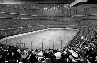 Chicago Stadium - The interior of Chicago Stadium in February 1930, prior to a Blackhawks/Bruins game, 13 years before a Bulova Sports Timer became the game clock.