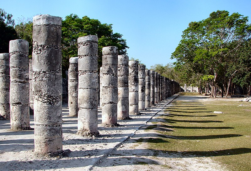 File:Chichen-Itza-1000-Warriors-Columns.jpg