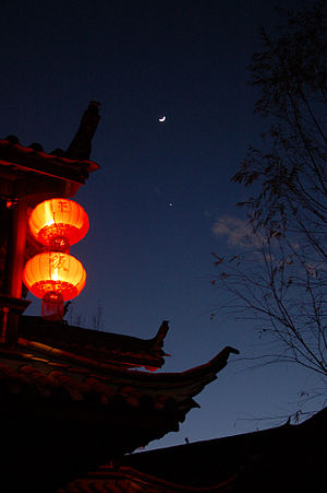 English: Chinese lanterns in the nightsky of L...
