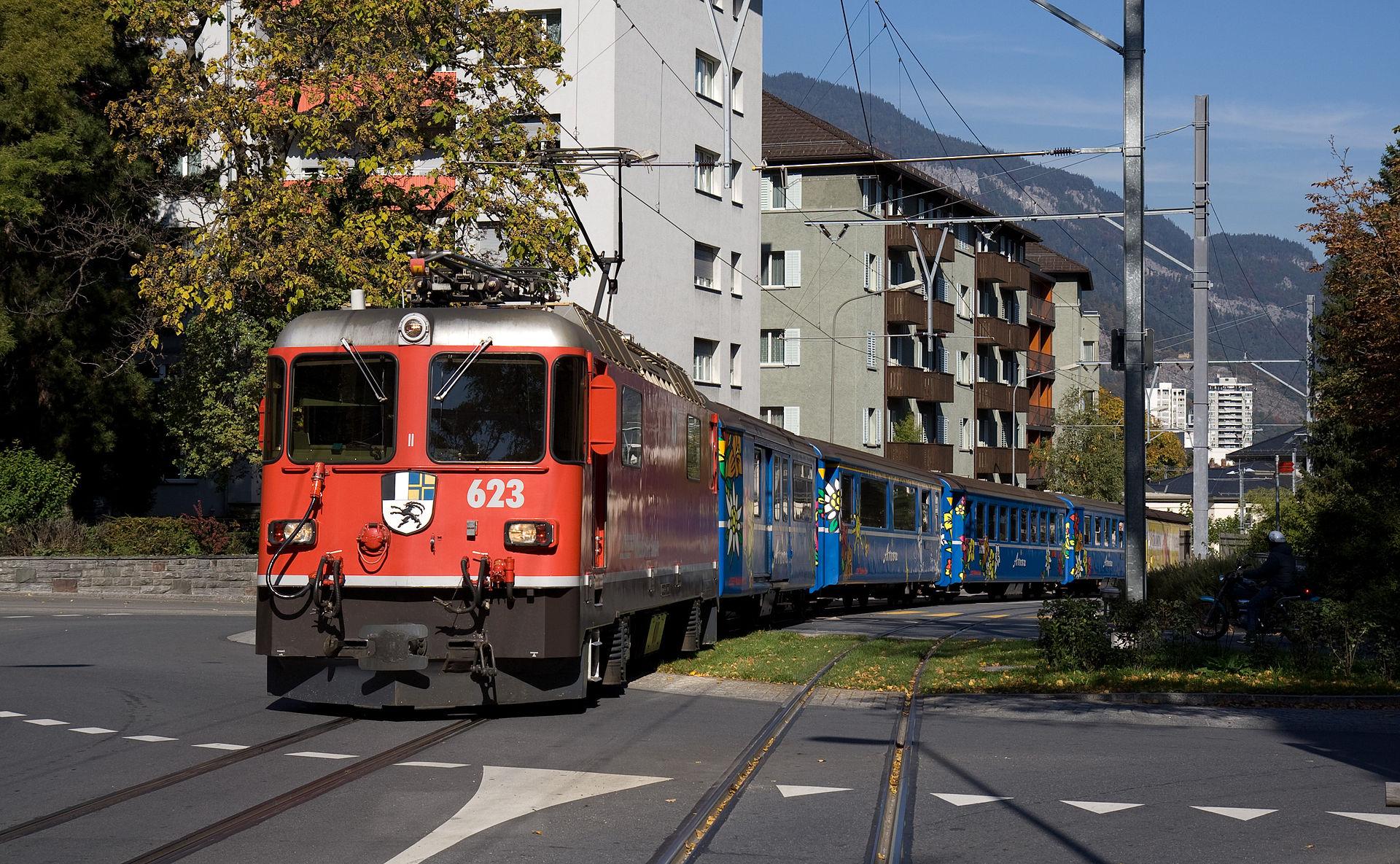 Paso por la Engadinstraße-Gäugegeilistraße como tren-tranvía