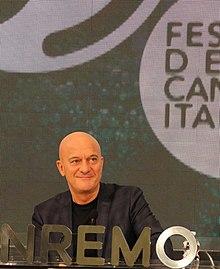 Claudio Bisio nella sala stampa del Teatro Ariston durante il Festival di Sanremo 2019