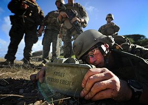 M18 Claymore mine - A US Marine places a Claymore mine.