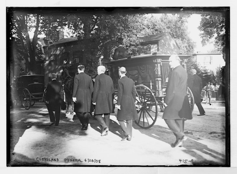 File:Cleveland funeral (caisson and escorts, Princeton, N.J) LCCN2014681967.tif