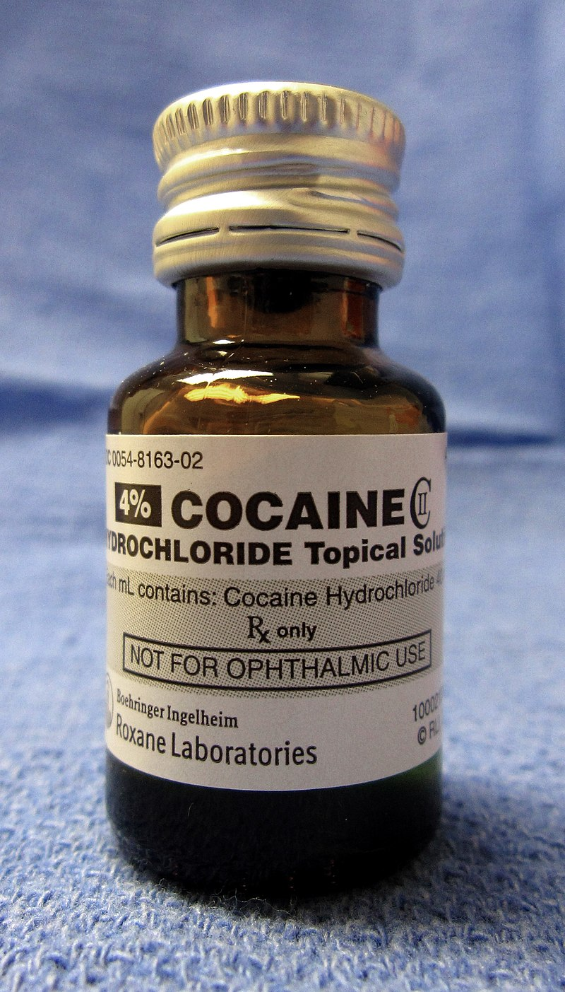 https://upload.wikimedia.org/wikipedia/commons/thumb/b/b9/Cocaine_hydrochloride_CII_for_medicinal_use.jpg/800px-Cocaine_hydrochloride_CII_for_medicinal_use.jpg