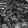 Collectie NMvWereldculturen, TM-20000859, Negatief, 'Gezicht op de stadskampong Duku Sawah vanuit Hotel Kartika Plaza', fotograaf Boy Lawson, 1971.jpg