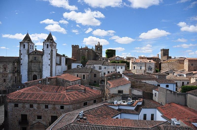 File:Conjunto Monumental, Cáceres.JPG