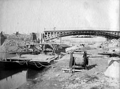 Construction du pont Saint-Michel, Toulouse, mars 1888 (8551458618).jpg