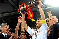 Totti alza la Coppa Italia 2007-08