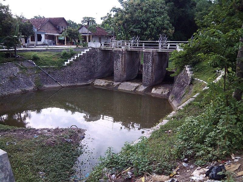File:Dam di Tondowulan, Kec. Plandaan, Kab. Jombang - panoramio.jpg