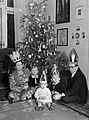 Deák-Bárdos György zeneszerző, karnagy és családja karácsonykor. Fortepan 71773.jpg