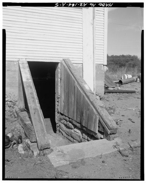 Detail of cellar entry stair and retaining walls, facing northwest. - Armijo House, Water Tower, 301 Montano Street, Holbrook, Navajo County, AZ HABS ARIZ,9-HOLB,2A-5