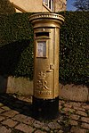 Disley gold pillar box 16-02-2013.JPG