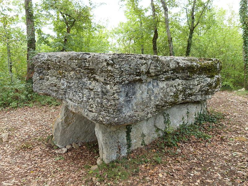 Dolmen de Pech-Lapeyre dit aussi dolmen du Lac d'Aurié