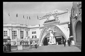 Dreamland (amusement park) - Unlike the bright colors found in other parks, Dreamland was painted white.