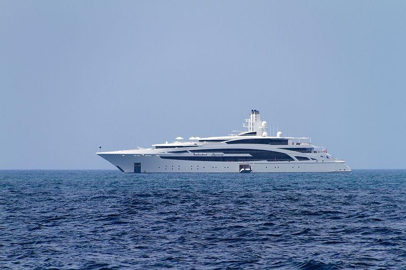 Dynasty yacht (29459752762).jpg