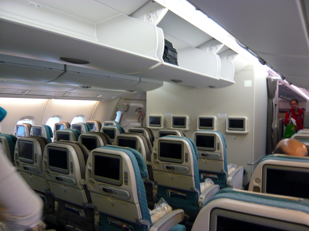 File economy class interior of airbus wikimedia for A380 air france interieur