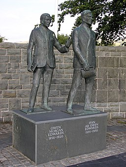 Statue of Owen Morgan Edwards and Ifan ab Owen Edwards in Llanuwchllyn