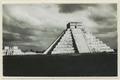 El Castillo , den centrala pyramiden. T. v. krigarens tempel - SMVK - 0307.f.0001.tif